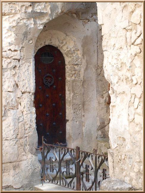 Hôtel Jean de Brion, Fondation Louis Jou, Baux-de-Provence, Alpilles (13) : porte de côté