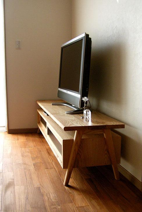 オリジナル定番のテレビボード(八王子市・O様邸)側面