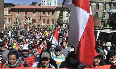 Minearbejdere demonstrerer i byen Potosi d 17. juli 2015