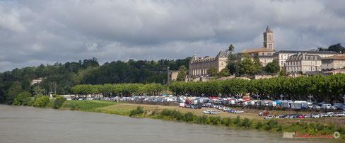La Réole, depuis le pont supendu, ses berges, la Mairie, le lycée, l'Abbaye
