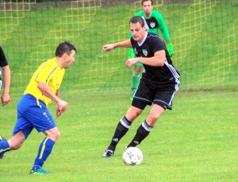 Der eingewechselte Martin Häusler (rechts) erlegte Vilsheim mit zwei Treffern in der Nachspielzeit