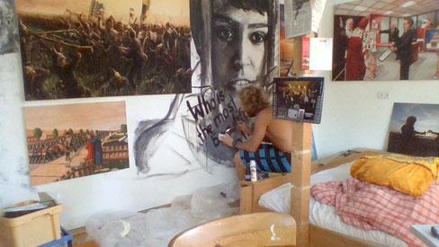 Im Altöttinger Atelier: Kunstdrucke und Wandbemalung