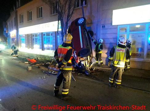 Feuerwehr, Blaulicht, Traiskirchen, Unfall, Stadtgebiet, BFKDO Baden