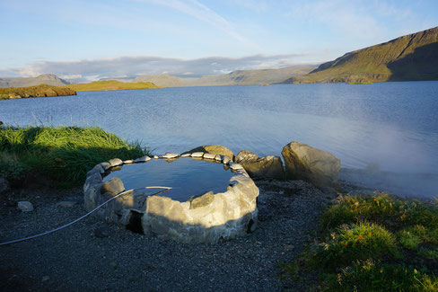 Eine heiße Quelle in Hvalfjarðarlaug