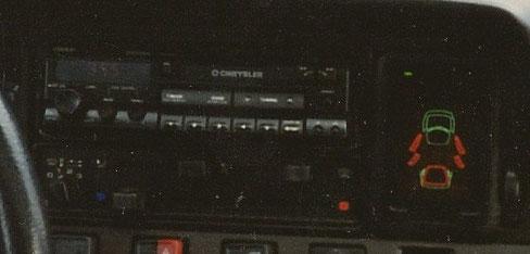 Tolle Anzeige: Ford - Info Display im Lüftungsschacht rechts neben dem Clarion Quickout Radio , schade das es so etwas nicht mehr gibt, echt geil...