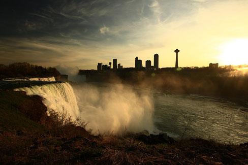 Sonnenuntergang an den Niagarafällen
