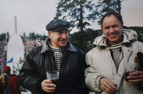 Vater und Sohn. Martin und sein Sohn Freddy zur 100 Jahrfeier der berühmten Skisprungschanze Holmenkollen in 1992. Foto (privat) Aus dem Originalartikel.