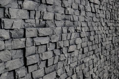 Schwarze GFK Steinpaneele Fiji von Artstone für Innen- und Außenwandverkleidungen