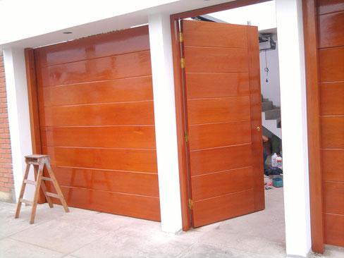 Galerial de puertas puertas automaticas vicma for Puertas de garaje de madera