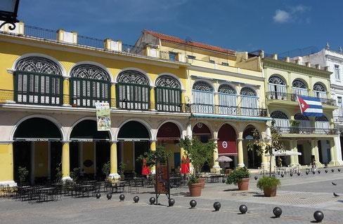 Plaza Vieja in der Altstadt von Havanna