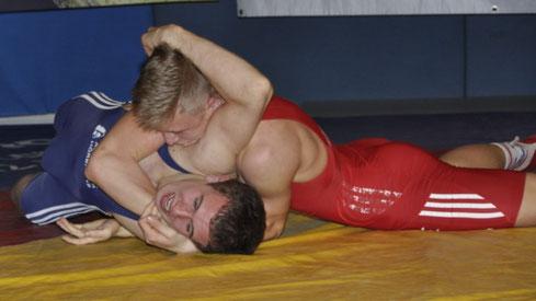 Dominik (rot) gewann gegen Hörbranz einen Kampf