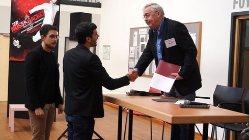 Alberto Beltrame und Andera Berhard bei der Preisverleihung mit dem Juryvorsitzenden Graham Vick