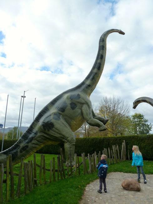 Dino-Park. Außengelände des Urweltmuseums, Holzmaden