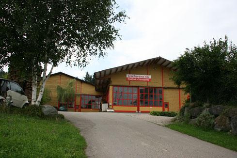 Wer wächst, braucht Platz: 2007 erwirbt die Jakob Gschwend AG ihr neues Firmenareal, von wo aus sie ihren Transport- und Muldenservice steuert.