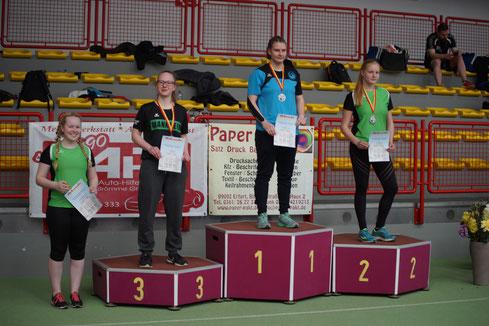 Katharina Schiele bei der Siegerehrung in der A-Jugendklasse.