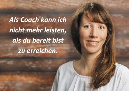 Bild: Portrait Jana Scheidemann, daneben Text: Als Coach kann ich nicht mehr leisten, als du bereit bist zu erreichen.