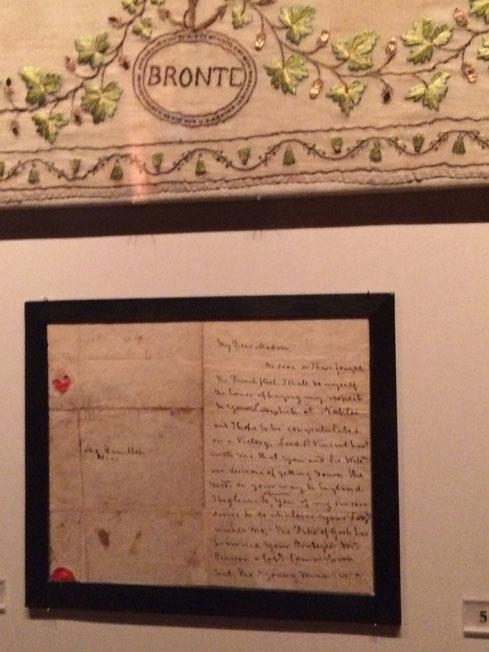 ネルソンの勝利を讃える言葉、地名が刺繍されたドレスの裾。その手紙。