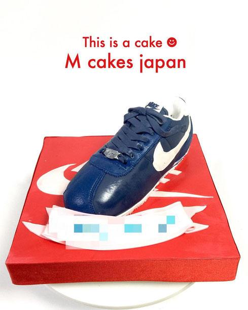Nice Nike cake #nicekicks #kicks #kickscake #nice #nike #cortez #birthday #shoecake #スニーカー女子 #スニーカー #ナイキ #ナイスナイキ #誕生日ケーキ #cakedecorating #fondant #sneakers #nikecake #sneaker