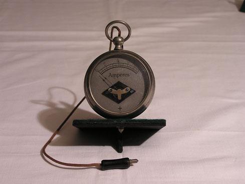 Unbekannter   Hersteller.  Taschen - Amperemeter von 0 bis 10,0 Ampere  Gleichstrom.  ca. 1900
