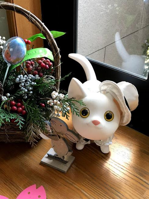 白猫キャラのプーちゃんがこっちを覗いています。