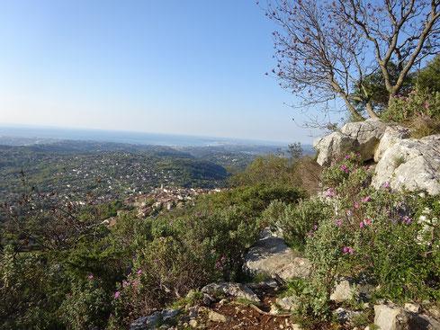 Vue sur Saint-Jeannet en redescendant
