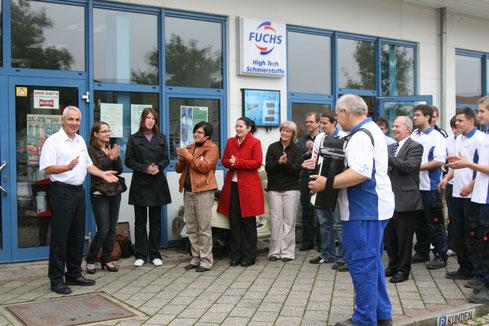 Überraschungs-Ständchen der Mitarbeiter zum 35 Jahre Willi Schüler 2009