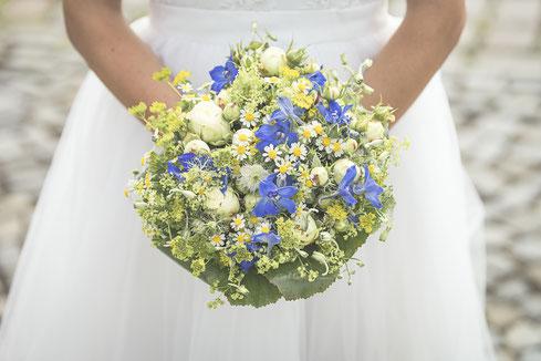 Hochzeitsfotograf Hamburg - sommerlicher Brautstrauss