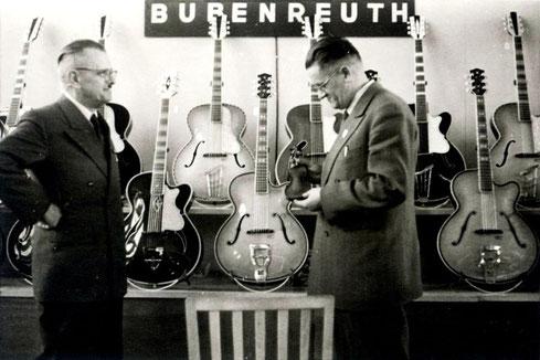 Musikmesse Frankfurt 1950 met Josef en Walter Höfner.