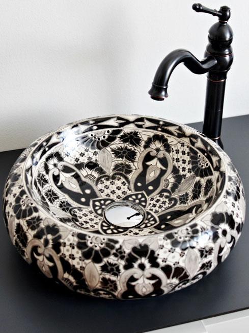Waschbecken in Schwarz