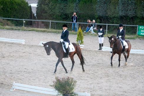 Denise Zych mit Gabi und Luciana Hagedorn sind hier im Bild