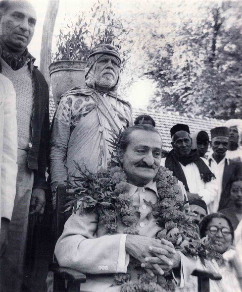 6th November 1954 : Meher Baba at Gadge Maharaj's dharamshala in Pandharpur wth ( left of Baba ) Sarosh Irani, Saint Gadge Maharaj & Sadashiv Patel ( with scarf ) right of Baba. Photo taken by B. Panday. Courtesy of Lord Meher ; 1st Ed. Vol.13-14, p.4570.