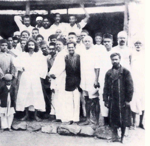 India : Padri is on the rear right with his hand holding the roof. Courtesy of Lord Meher - p.1233