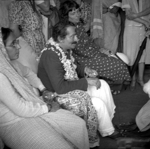 Late 1930s ; Gulmai sitting on Baba's left and Hedi Mertens on his right. Courtesy of MSI Collection ; India