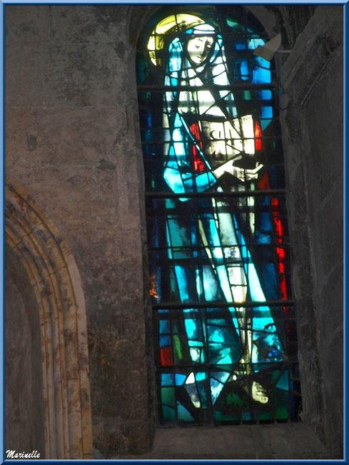 Un des vitraux, église Saint-Vincent, Les Baux-de-Provence, Alpilles (13)