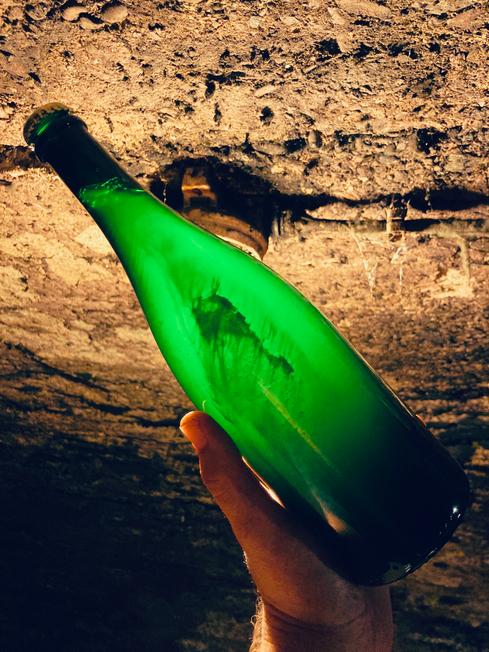 Sektflasche mit Hefedepot