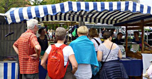Fledermaus-Infostand auf dem Wochenmarkt am Dom