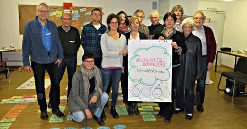 Die Teilnehmer an der Zukunftswerkstatt des Umweltforums mit Dr. Thomas Krämer (6. von rechts, verdeckt); Olivia Leggatt und Dr. Thomas Hövelmann waren da schon bei der nächsten Veranstaltung im LWL-Naturkundmuseum (Foto: Anke Feige)