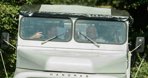 v. l.: Dipl.-Kfm. Volker Barthmann (Inhaber Hanomag-Tours) und Dr. Till Backkaus (Landwirtschaftsminister Mecklenburg-Vorpommern) Foto: ©ExperiArts Entertainment Alex Adler