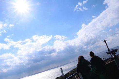遠くに見えるは、有名な足摺岬の灯台