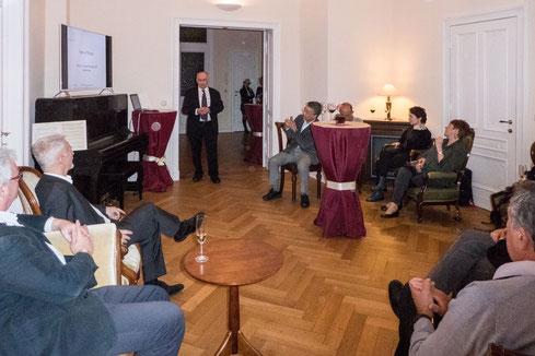 Grußwort von des GPM-Präsidenten Prof. Klausing im Kaminzimmer der Villa Ingrid