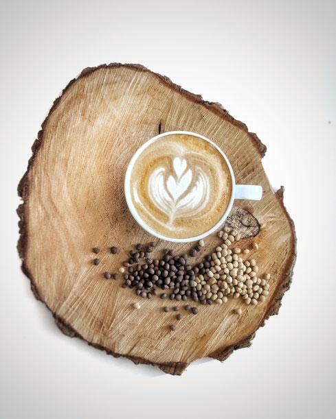 Latte Art Lupinenkaffee, Rohlupinen, geröstete Lupinen von Bluelupi