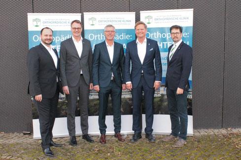 v.li.: Matthias Adler, Dr. med. Olaf Topp, Dr. med. Frank Döring, Dr. med. Gerd Rauch und Pfarrer Dieter Christian Peuckert