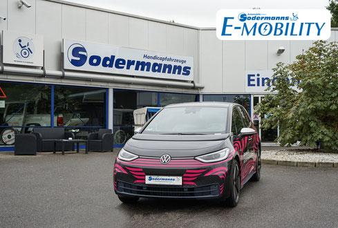 behindertengerechter Volkswagen ID.3 Selbstfahrerumbau, MFD, Handgerät, Rutschbrett, Pedalsperre, Sodermanns