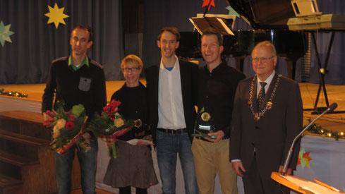 Die Sportler und Sportlerin des Jahres 2014: Stefan Groß, Sandra Klein, Tim Sidenstein, Sven Daub mit BM Peter Brüser (v.l.) - weitere Fotos unten.....