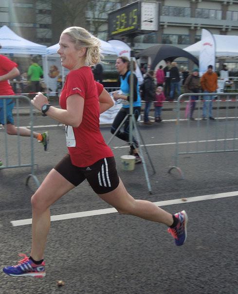 Steffi Bröcher:  neue Marathonbestzeit 3:02:52 Std.