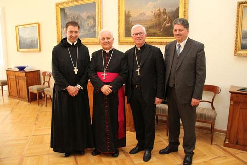 V.l.n.r.: Erzabt Korbinian Birnbacher, Bischof Franjo Komarica, Erzbischof Franz Lackner, Buchautor Winfried Gburek, bei der gemeinsamen Vortragsveranstaltung von Komarica und Gburek am 4. Mai 2016, in Salzburg, auf Einladung der Paneuropa Bewegung ÖS
