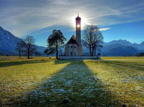 Eines meiner absoluten Lieblingsfotos: Sankt Coloman (Schwangau) in der Nähe von Schloss Neuschwanstein - da kann ich nur sagen: zur rechten Zeit am richtigen Ort :-)