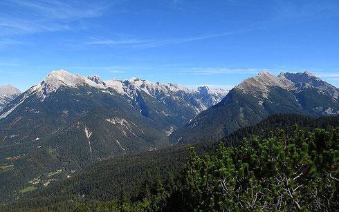 Das Hinterautal vom Westen aus gesehen, links die Hinterautal-Vomper-Kette, rechts der Hohe Gleirsch in der Gleirsch-Halltal-Kette - wikipedia, Tirolerbergwelten