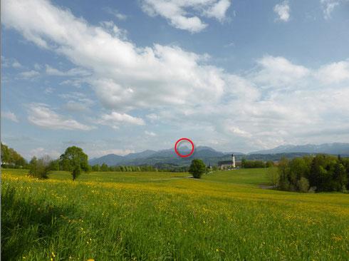 """Das Originalbild und der  """"Zoom-Punkt""""  auf dem Wendelstein"""