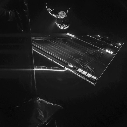 "Rosetta ""Selfie"", aufgenommen am 14.10.2014 aus einer Höhe von 16 Kilometern über dem Kometen. (Credit: ESA/Rosetta/Philae/CIVA)"